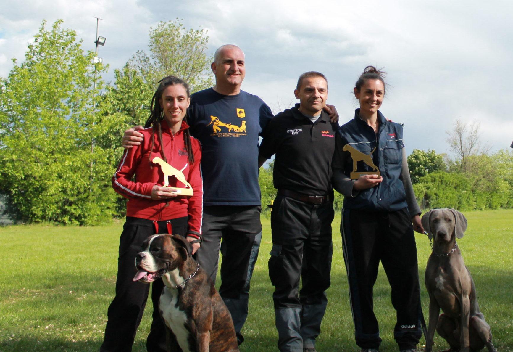Foto di gruppo con i vincitori di una gara